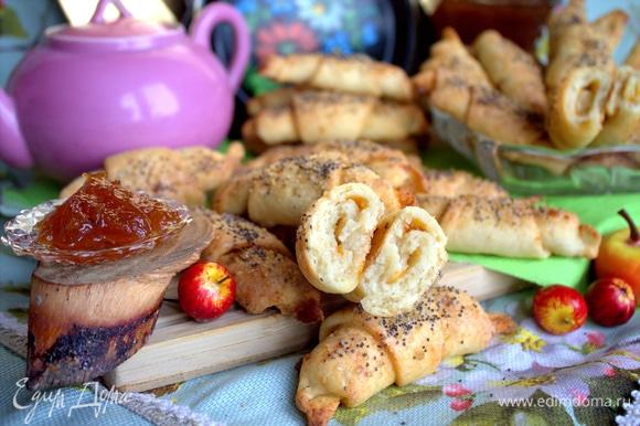 Творожное тесто в меру сладкое, с кислинкой джема очень вкусно!
