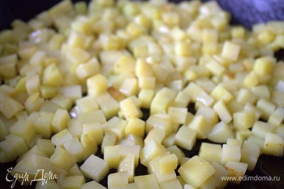 Обжарить желательно одним слоем на растительном масле.