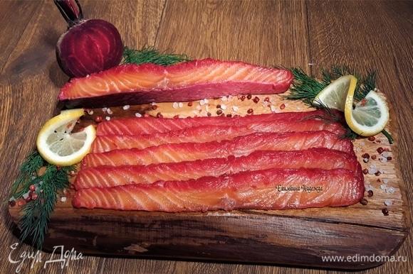 Подавайте просто в нарезке «под вилочку» или на бутербродах, вкусно с горчично-укропным соусом. И будет вам счастье! С наступающим Новым годом!