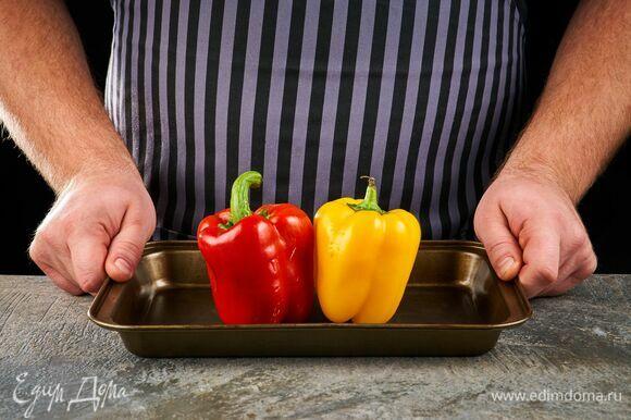 Болгарские перцы запекайте в духовке, разогретой до 200°C, в течение 20 минут.