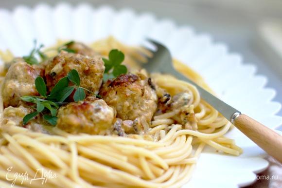 Подавать с гарниром или салатом как самостоятельное блюдо.