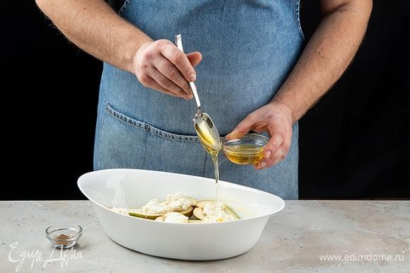 Выложите груши в форму Luminarc Smart Cuisine. Заполните половинки груш сыром. . Полейте фрукты медом, посыпьте корицей. Запекайте в духовке при 200°C около 15 минут.