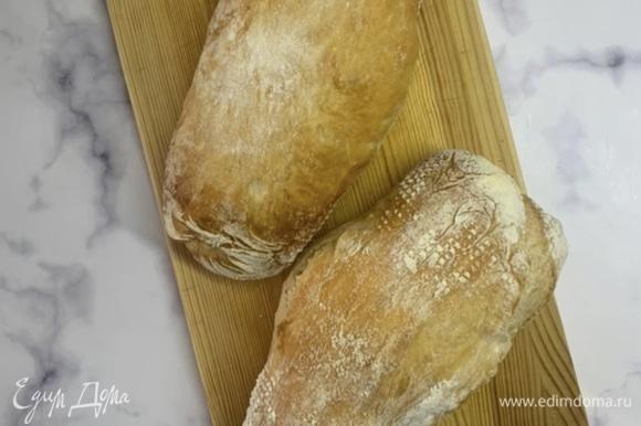 Выпекаем в духовке 30–35 минут. Когда хлеб готов, даем ему остыть в течение 20–30 минут, и можем наслаждаться. Приятного аппетита!