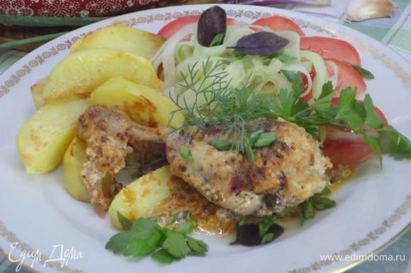 Получился праздничный обед. Юлия не советовала на гарнир картофель. Но как не запечь молоденький?