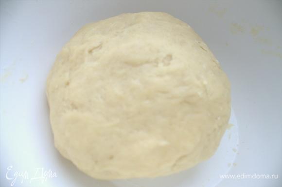 Замесить песочное тесто.