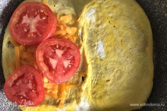 И помидоры, можно добавить соль по вкусу или любимый соус.