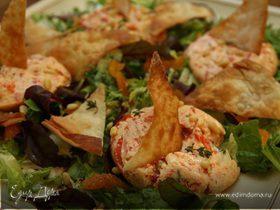 Чизкейки со сладким перцем на листьях салата
