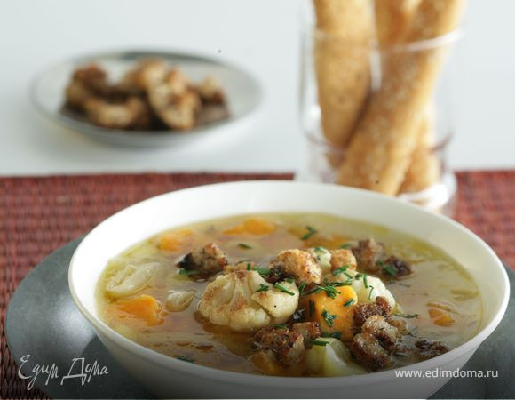 Суп из сладкого картофеля-батата, лука-порея и цветной капусты