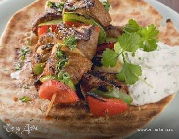 Сувлаки из телятины с соусом «Цацики»