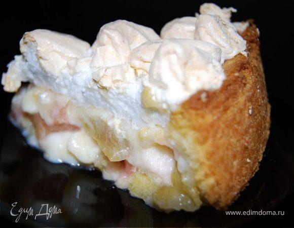 Пудинговый пирог с ревенем и безе.