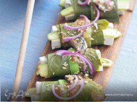 Смородиновые листья с тофу и кабачками