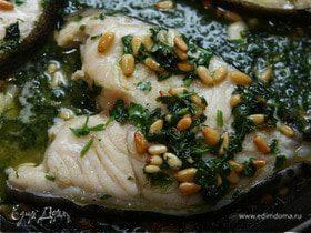 Белая рыба, томленная в белом вине с кедровыми орешками и петрушкой