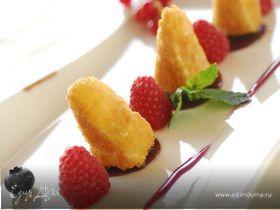 Камамбер-фри с соусом из ягод
