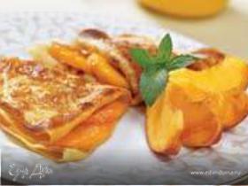 Карамелизированные блинчики, запеченные с персикам