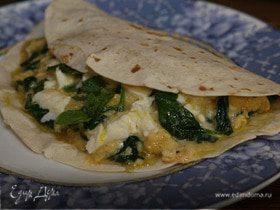 Тортилья с яйцами, шпинатом и моцареллой