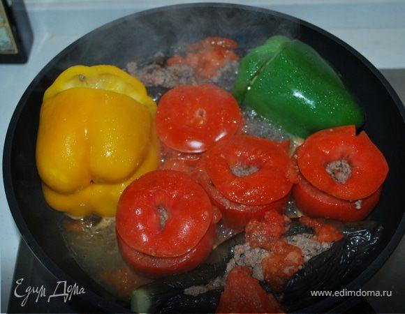 Долма из баклажанов, перцов и помидоров