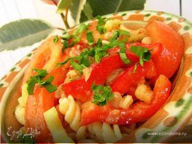 Салат из пасты с фасолью и томатным соусом