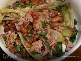 Салат из красной фасоли с тунцом и цикорием