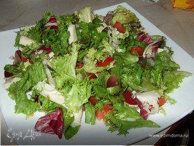 Микс-салат с моцареллой и виноградом