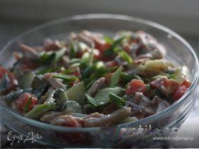Свежий салат с копченой курочкой