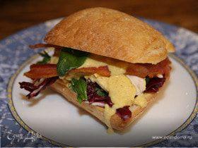 Сэндвич с курицей карри, радиккио и базиликом