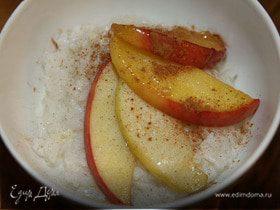Рисовая каша с яблоками, медом и корицей