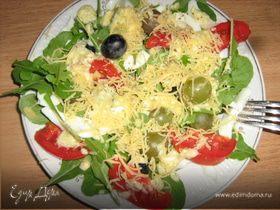 Салат с руколой и виноградом