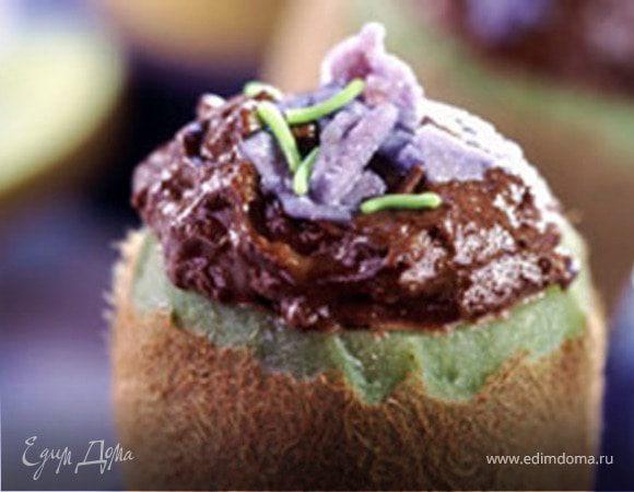 Шоколадный мусс в чашечках из киви