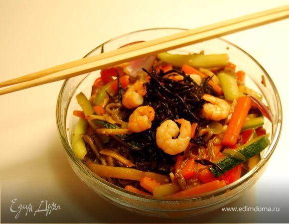 Якисоба с овощами и креветками