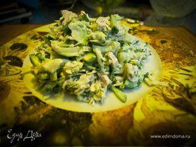 Легкий салатик с авокадо и мясом индейки