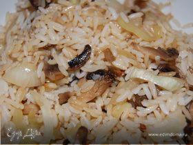 Китайский гарнир – жареный рис с грибами и сладким перцем