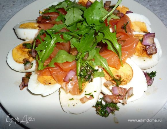 Яичный салат с медово-укропным соусом