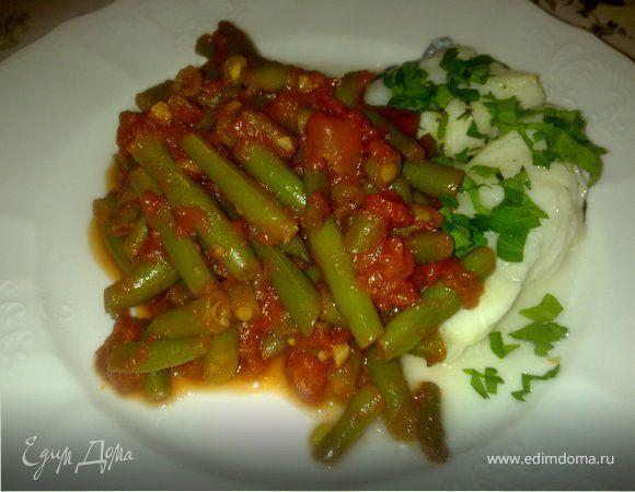 Побеги фасоли с томатным соусом