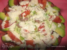 Салат с авокадо и творожно-йогуртным соусом