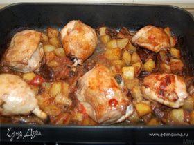 Курочка, запеченная с картофелем и грибами