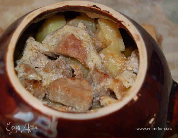 Жаркое со свининой в горшочках