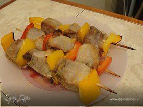 Мини-шашлычки из свинины с перцем