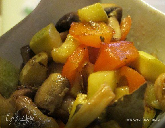 Рагу из грибов, цукини, перца с тимьяном