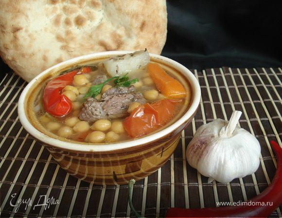 Паровой нутовый суп с мясом и овощами