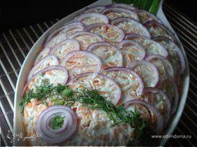 Слоёный салат с красной рыбой,рисом и овощами.