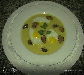 Крем суп с трюфелями и перепелиными яйцами (Leek soup with quail's eggs and truffles)