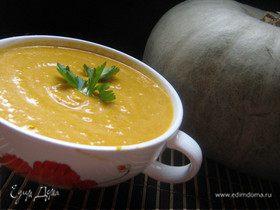 Суп-пюре тыквенный с гренками и сыром