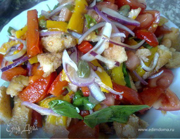 Хлебный тосканский салат с помидорами и перцем (Panzanella)