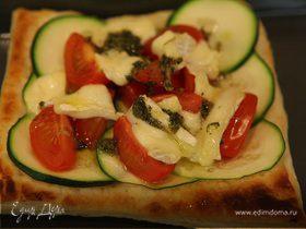 Тарталетки с цукини, помидорами и сыром бри