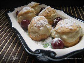 Маленькие заварные пирожные с оригинальным баклажанным кремом.