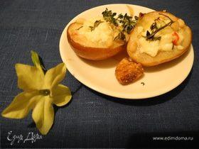 Груша запеченная с сыром и травами