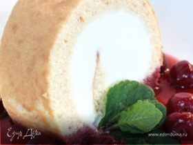 Рулет с мороженым и легким вишневым сиропом