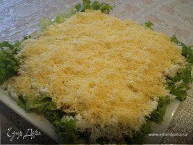 Слоёный куриный салат.