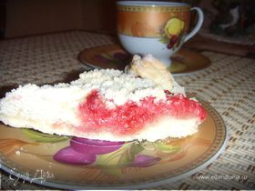 Пирог с войлочной вишней и красной смородиной