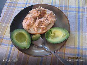 Бутерброд с семгой и авокадо.